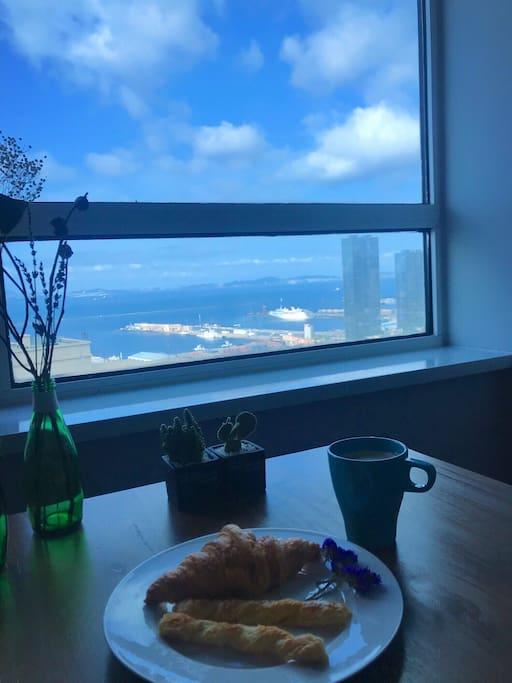 坐在这里望着窗外加一餐美式早餐,这一天从这一刻变的无比美好