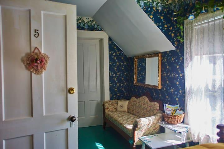 The Hilltop Inn, Double Room, Room 5