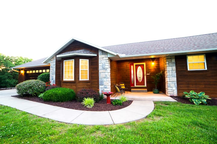 Lakefront Home- Near Branson in Kimberling City - Kimberling City - Casa