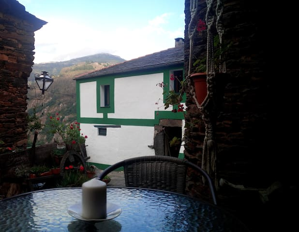 STELLA TETRA  apt rurales en Gio - Asturias