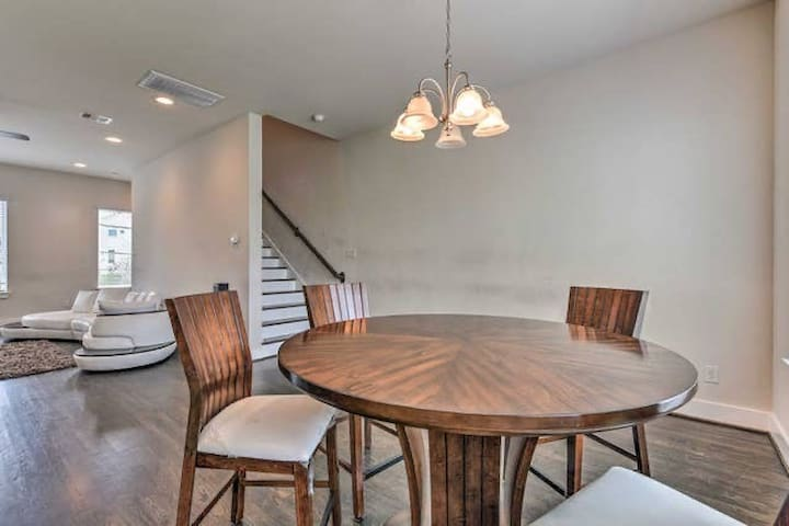 Gated Downtown Houston 3 Story 3bds 3.5bth Luxury