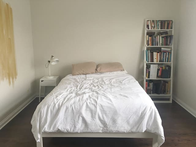 Large Pet Friendly Room in Avondale/Logan Square