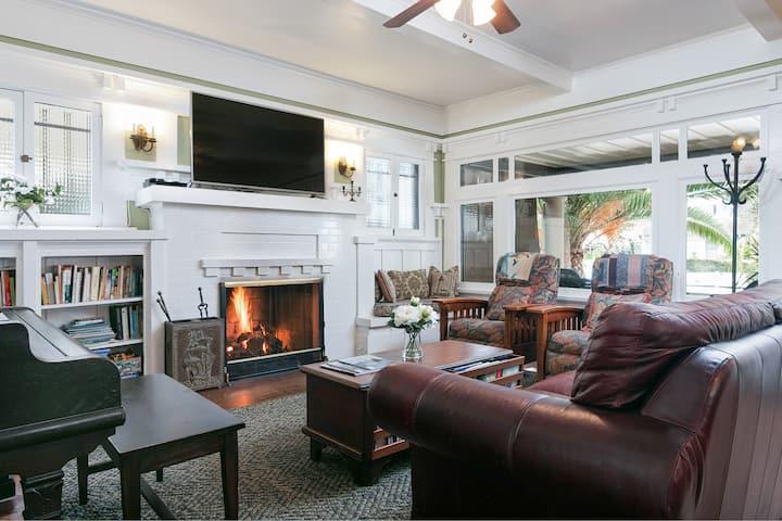 All-Suite Getaway - 1 Block to East Beach & Dining