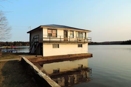 Superbe Boathouse - Vue magnifique - Almhütte