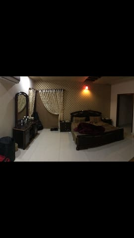 Private room in luxury house - Faisalabad