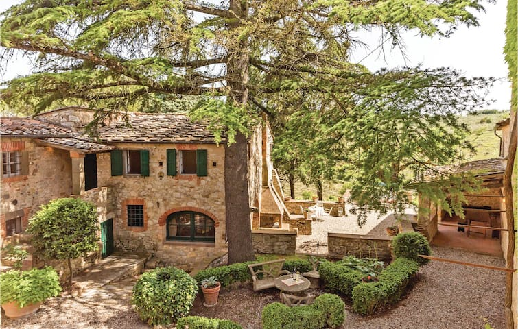 Holiday cottage with 2 bedrooms on 90 m² in Gaiole in Chianti SI