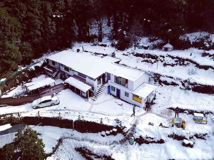 SHIVAYA mountain Cottage with balcony