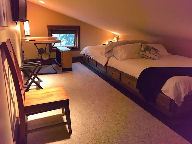 Mountain View Lodge/B&B- Lake View Room (w/kayaks)