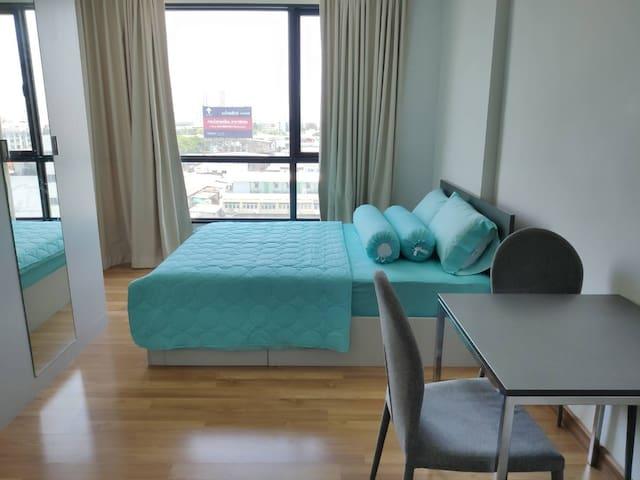 15-Min to DMK: Private condo room - full facility
