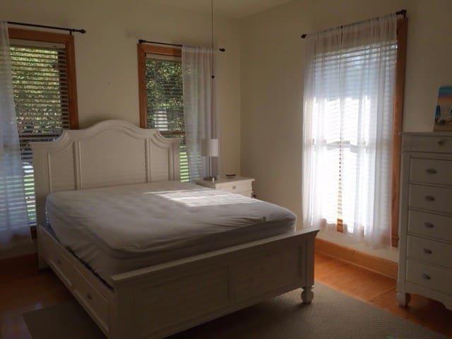 2nd Queen Room