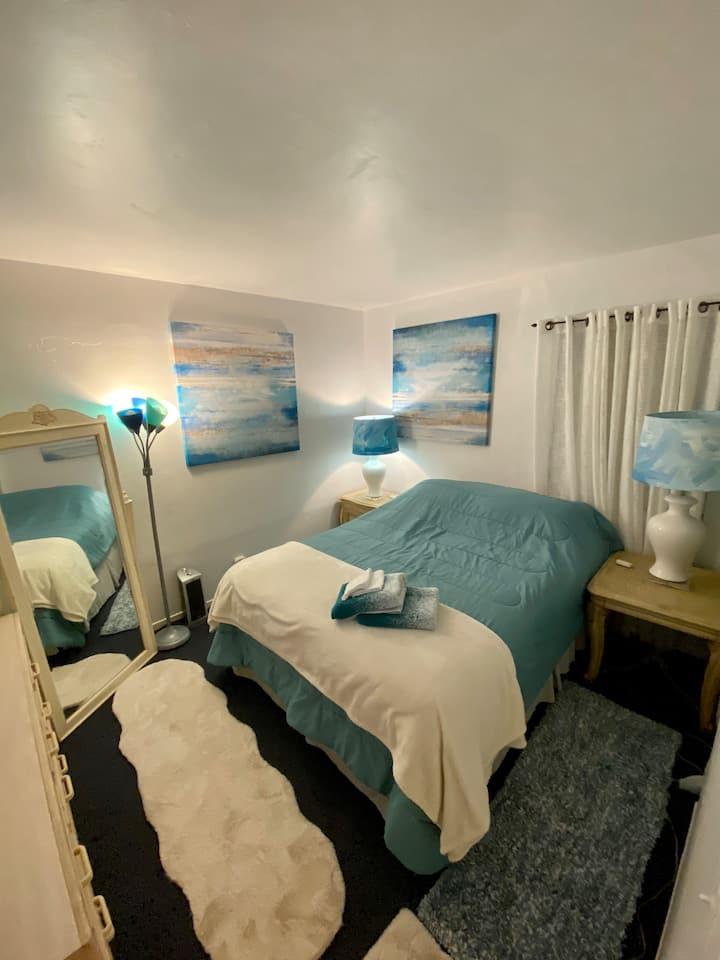 Cozy private room/Qbed/TV/Wifi/NFLX/HULU/ Conv Loc