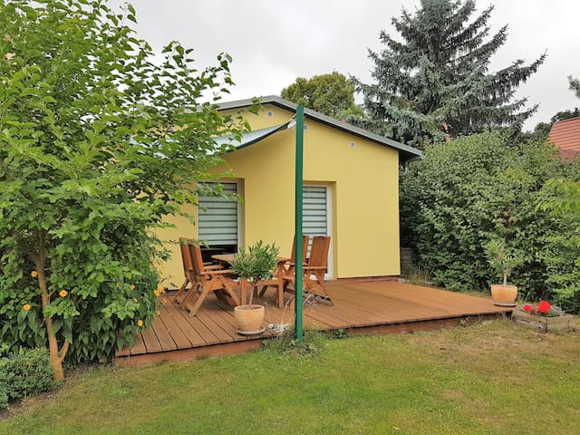 "60 qm / Detached Holiday Home ""Garden View"" - Potsdam - Hus"