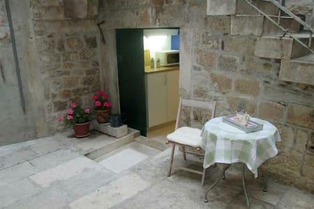Room in the CENTER - Split