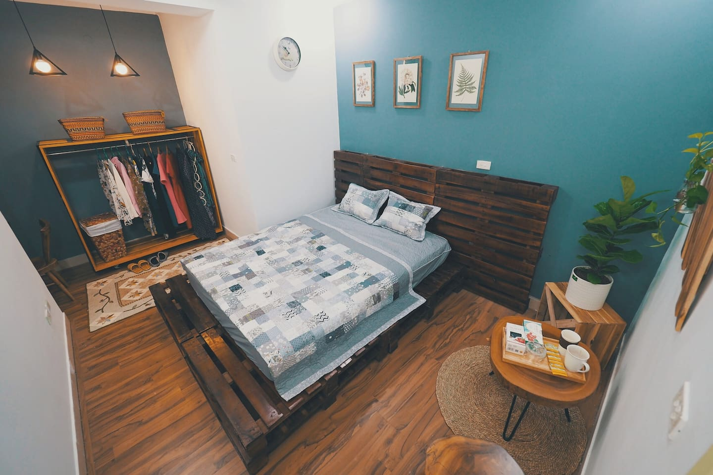 western mattress  big bed big window