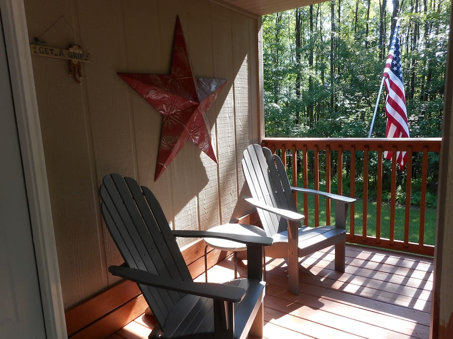 front porch Hogback Lodge
