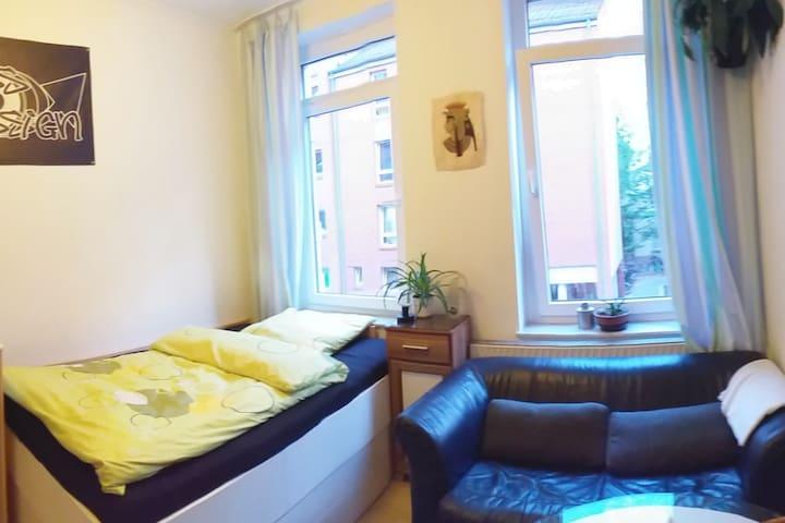Helles Nordstadtzimmer, kurze Wege, free Wifi