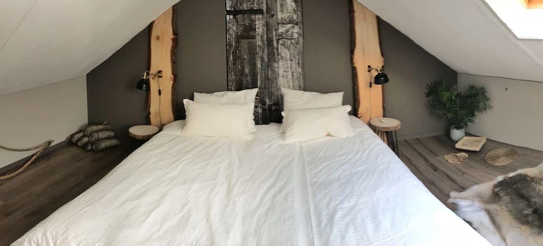 Boskamer kingsize bed