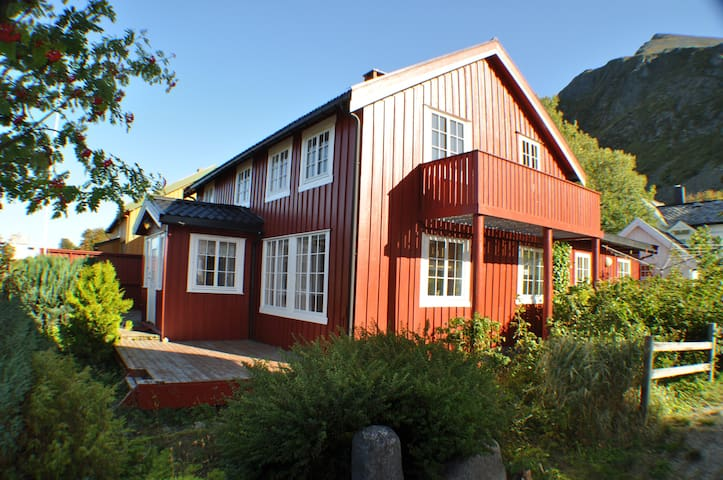 Beautiful 5-bedroom house in the centre of Lofoten