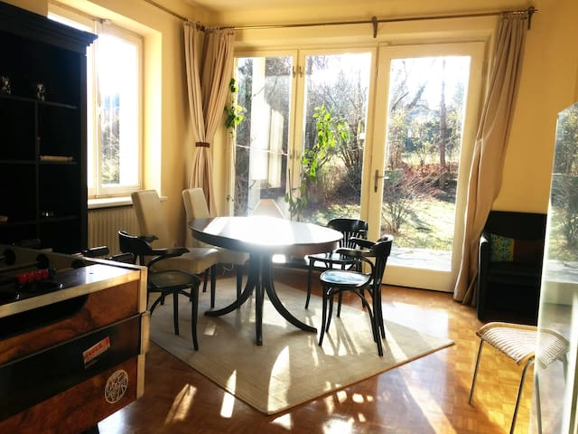 Lovely private house with garden, Vienna, 7 guests