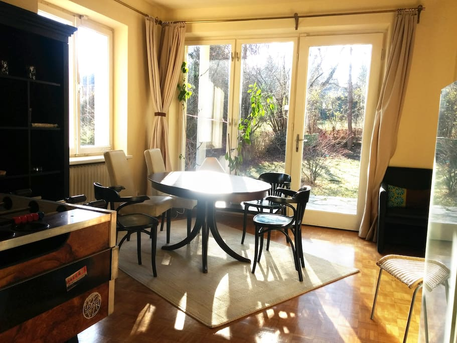 Wohnzimmer und Garten *** living room and garden