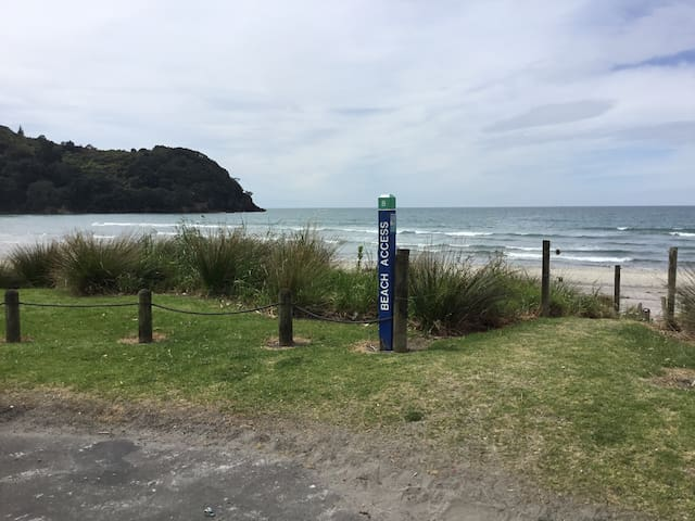 Modern, self-contained apt. Nth End - Waihi Beach - Apartment