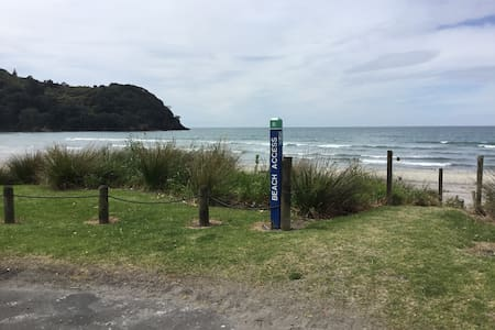 Modern, self-contained apt. Nth End - Waihi Beach - Appartement