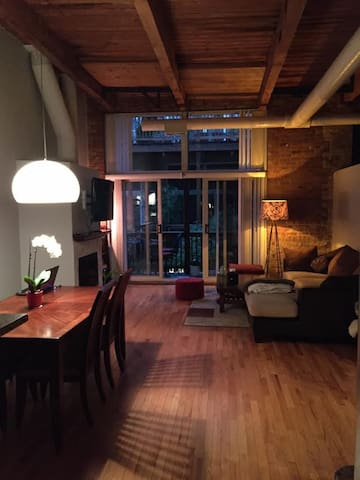 Beautiful West Loop LOFT_ Timber/Brick/FirePlace - Chicago - Loft