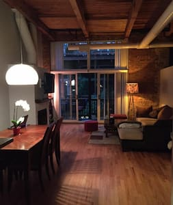 Beautiful West Loop LOFT_ Timber/Brick/FirePlace - Chicago
