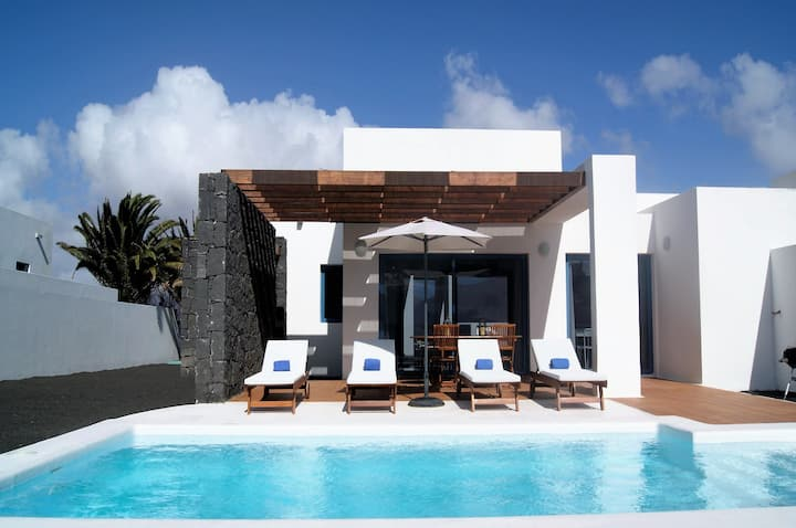 Villa with private heated pool B3