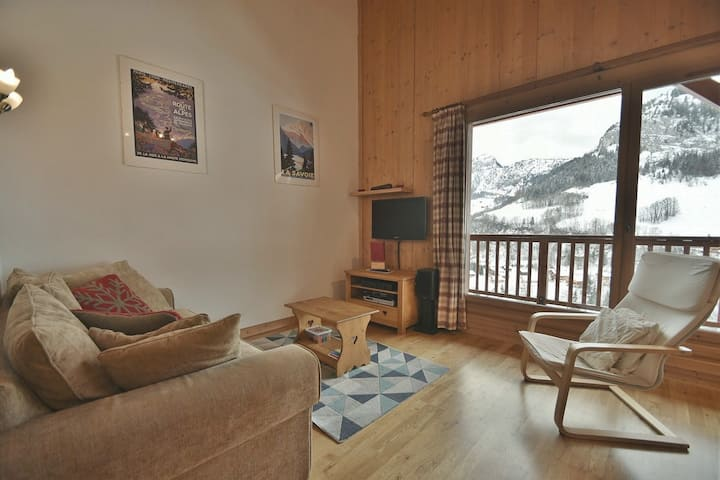 Cosy 2 bed apt for 4 next to the pistes!