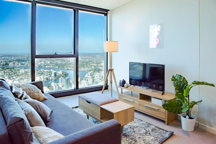 ★Sky High★ - 1 Bed Apt with BEST Ct& River Views