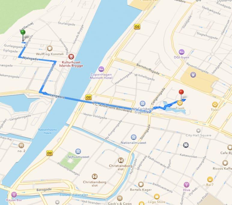 Tivoli 1,8 km.  Rådhuspladsen 2km. Metro 250 m.