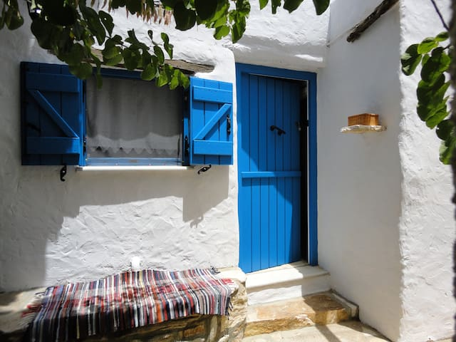 Traditional small Country House in Paros