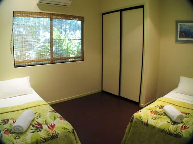 40 on Bingil - Mission Beach - Twin Bedroom