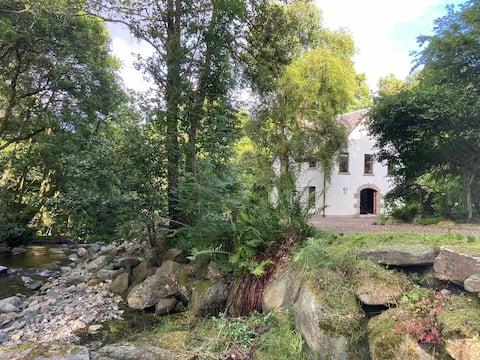 Waterfall House, vrijstaand 2 persoonsbed , en suite woning