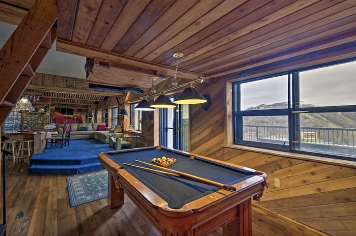 Sugar Mountain Resort Condo w/ Pool Table & Views!