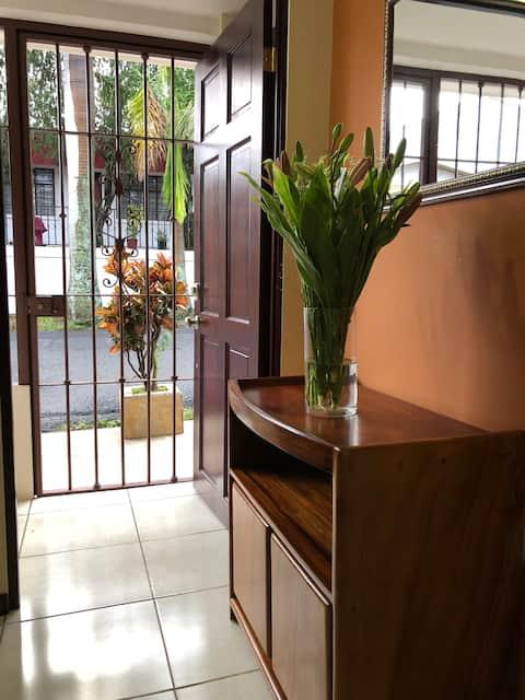 Apartamento tipo estudio amueblado en Heredia, CR