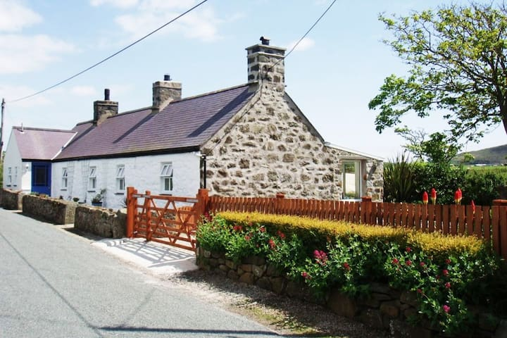 Spacious Private Cottage Retreat Near Aberdaron