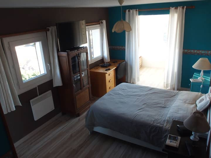 Chambre 3 avec SDB/WC privatifs et TV 4 couchages