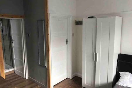 studio flat near orpington station