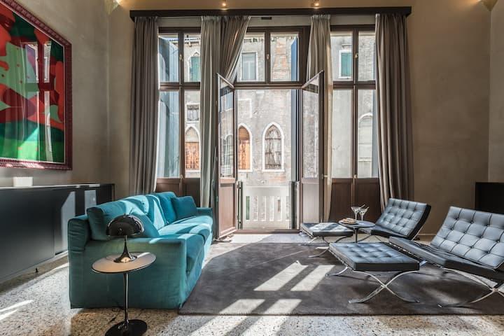Varoter Spacious Venetian Studio
