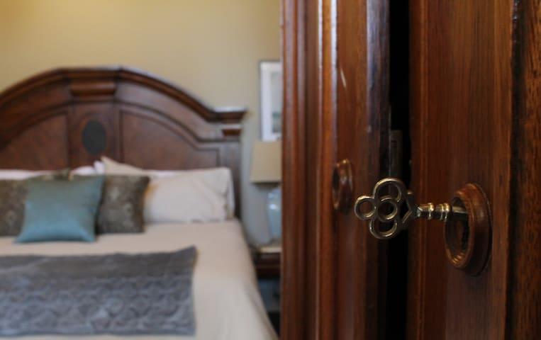 Monroe Street Guest House Suite 3