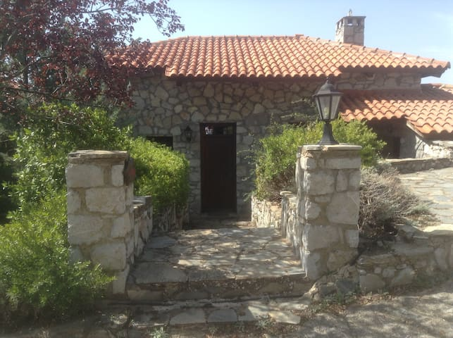 """Agioklima"" stone house  in the complex Kastalia - Arachova - บ้าน"