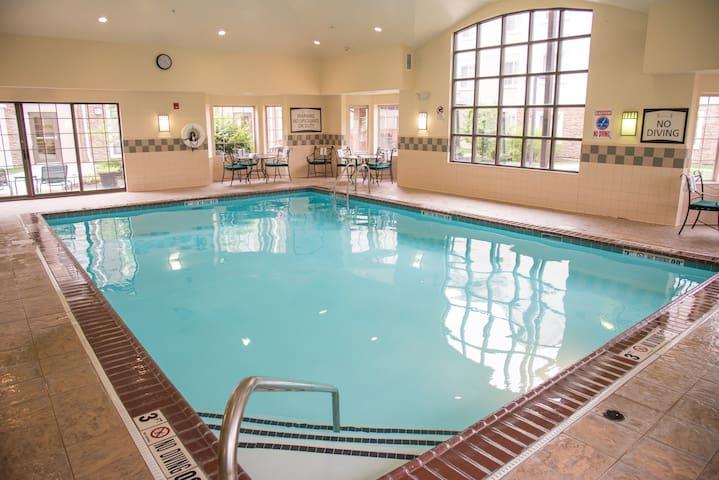 20 Minutes from Purdue University Fort Wayne | Free Breakfast + Indoor Pool + Hot Tub