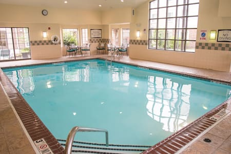 20 Minutes from Purdue University Fort Wayne | Free Breakfast + Indoor Pool + Hot Tub