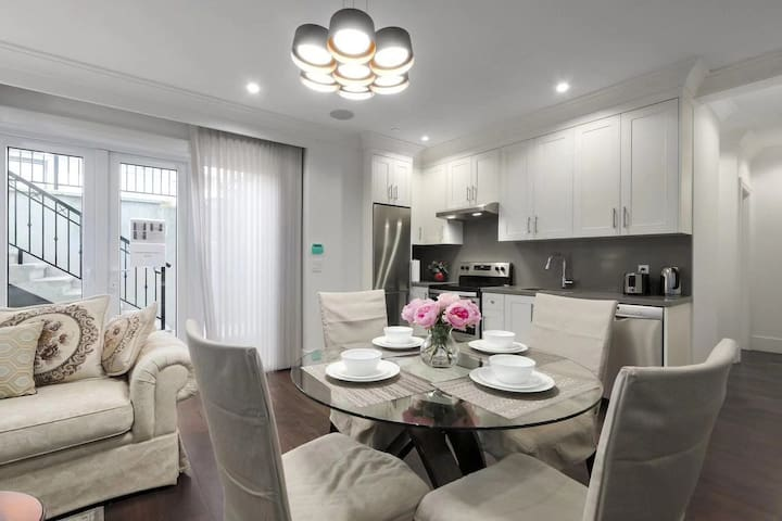 Vancouver West Brand New 2 Bedrooms Suite