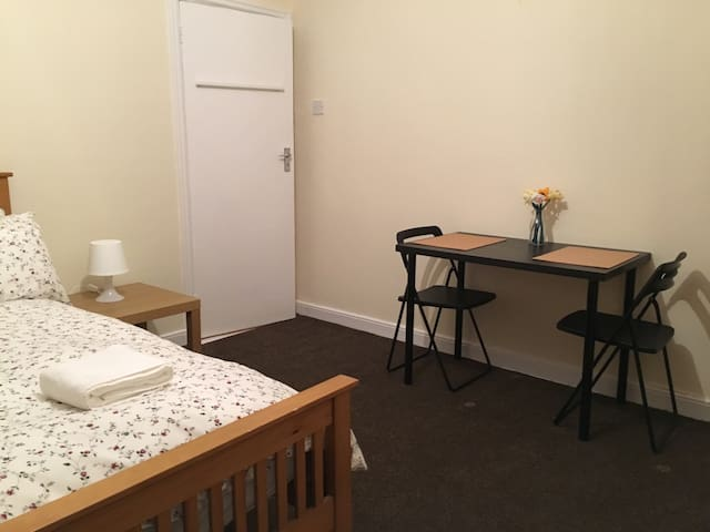 All Airbnb Property - Cosy, Comfortable Room - Dublin - Appartement