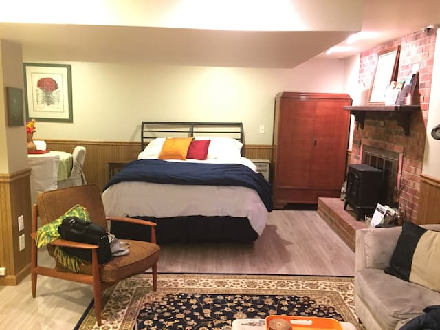 Full Queen Bed with sitting area, eating area, full bath and small kitchen