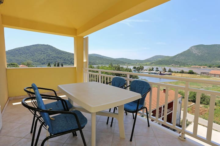 One bedroom apartment with terrace and sea view Ston, Pelješac (A-10208-b)