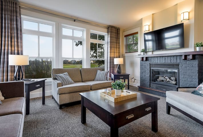 Relaxing living room with gas fireplace